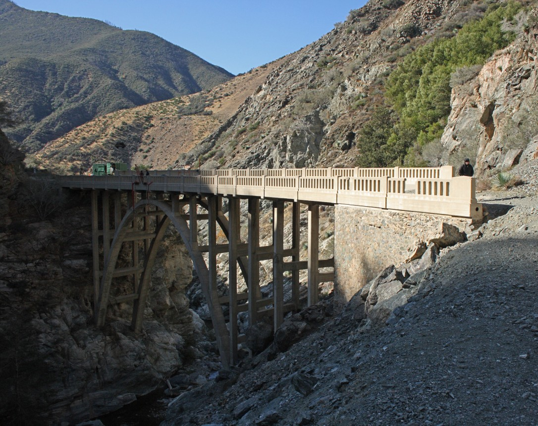 Bridge_to_Nowhere(San_Gabriel_Mountains)